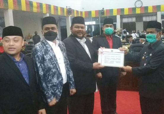 Pjs Bupati Masrul Kasmy Serahkan 3 Ranperda ke DPRD Rohul