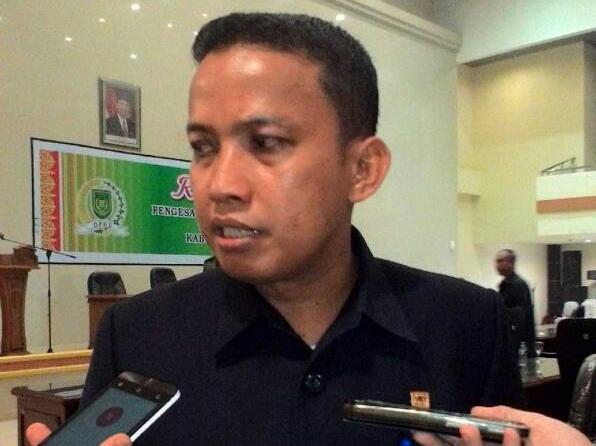 Dani M Nursalam Sayangkan Tak Berkibarnya Bendera Merah Putih di KantorDPRD Inhil