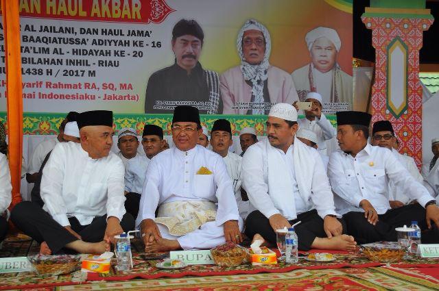 Gubri, Bupati Inhil, dan Ribuan Masyarakat Hadiri Haul Akbar Syekh Abdul Qadir Al Jailani