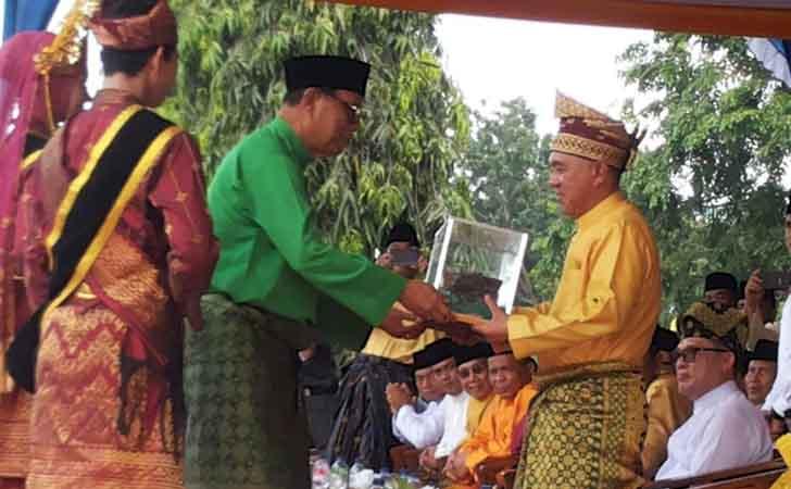 Gubri Lepas Pawai Taaruf dan Pembukaan Bazar MTQ XXXVI Riau