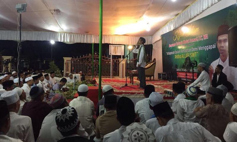 Datangkan Ust Abdul Somad, Jamaah Kajian Islami di Kediaman Ketua DPRD Inhil Membludak