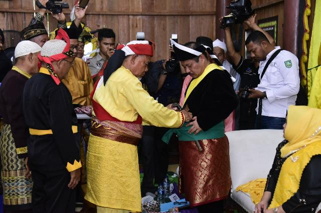 Bupati Amril Mukminin Dianugerahi Gelar Datuk Monti Alam oleh Masyarakat Adat Sakai Bathin 8