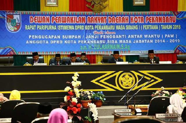 Gelar Paripurna, Zulkarnain Dilantik Jadi PAW Anggota DPRD Kota Pekanbaru